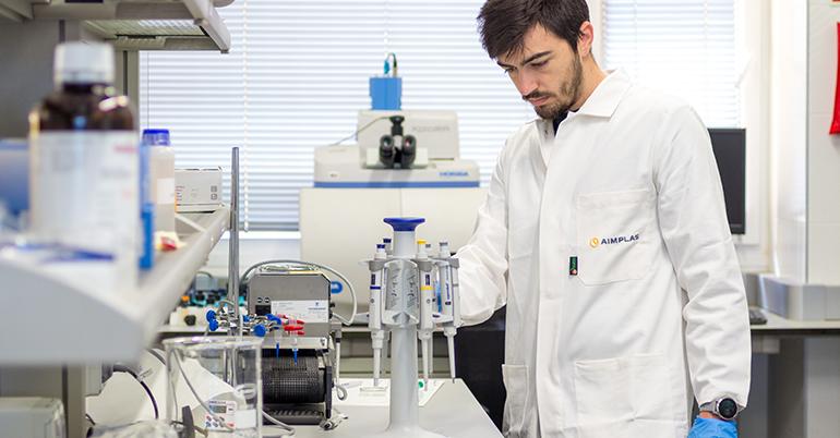 Proyecto para acelerar la degradación del plástico tradicional y convertirlo en biopolímeros