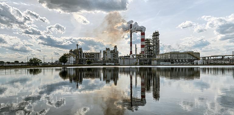 Eliminación de hidrocarburos disueltos y dispersos del agua mediante extracción líquido-líquido