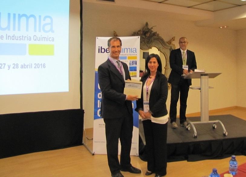 Y por último el de materiales innovadores es para Gnanomat #iberquimia #PremiosInnovacion