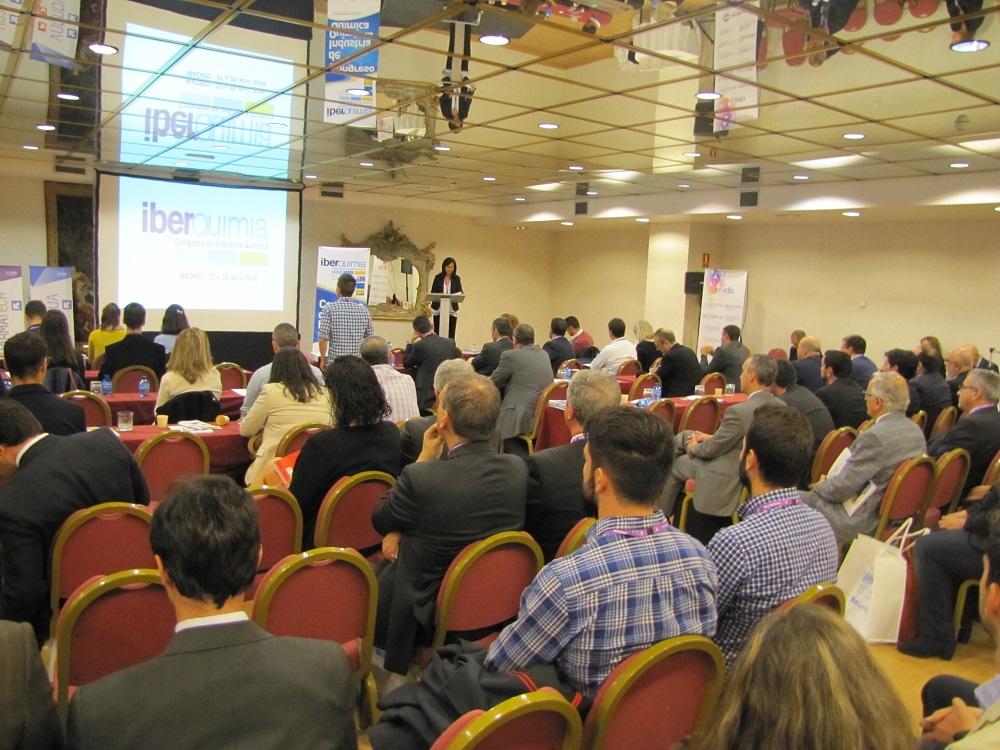 Entrega de premios innovacion en el marco de Iberquimia