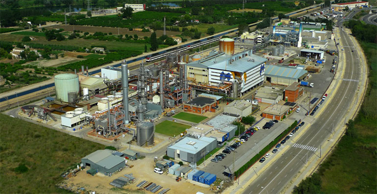 Ercros amplía la capacidad de producción en su planta de Tortosa