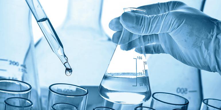 Estudio del efecto de la relación de reflujo y del número de etapas de equilibrio en una columna de destilación continua usando el simulador PRO II
