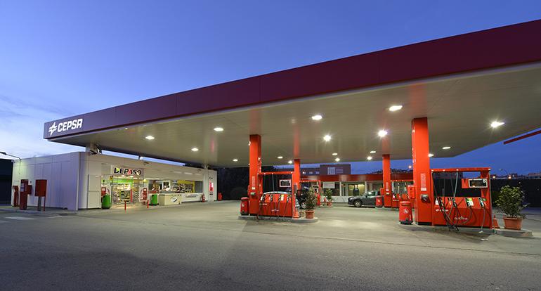 Cepsa reabre más de 250 tiendas de sus estaciones de servicio para facilitar el suministro de productos de primera necesidad