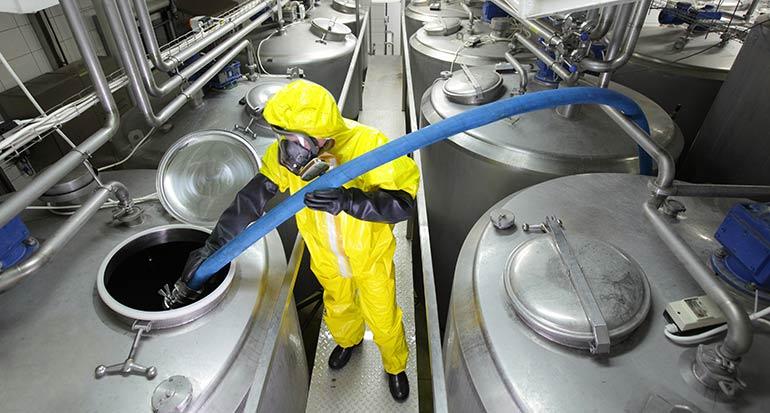 Sensor de sobrellenado para depósitos de productos químicos